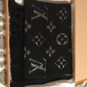Brand new Louis Vuitton Logomania scarf